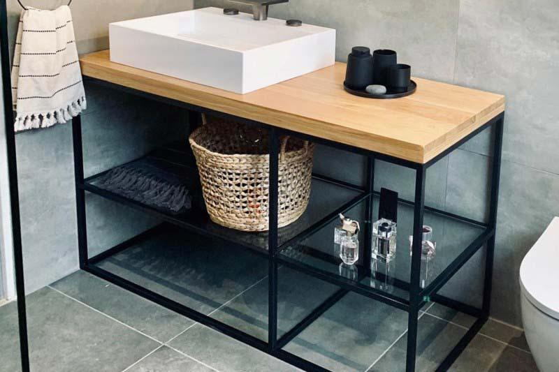 Waschtisch mit Glas Holz und Stahl