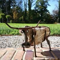 RESI - Kuh aus Flussstein und Stahl