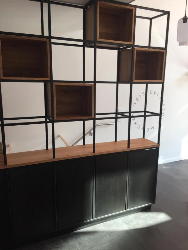 Verkaufsregal Stahl und Holz Individuelle Ladeneinrichtung Industriedesign